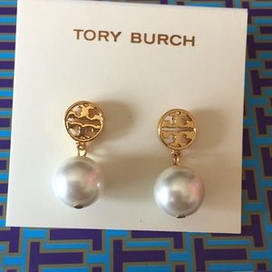 Tory Burch Gold TT face pearl earrings